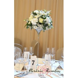 Aranjament elegant cu flori albe