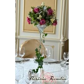 Aranjament cu 7 trandafiri mov si frezii