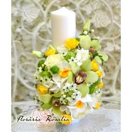 Lumanare scurta cu flori alb-verzi