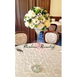Aranjament alb cu trandafiri si crizanteme