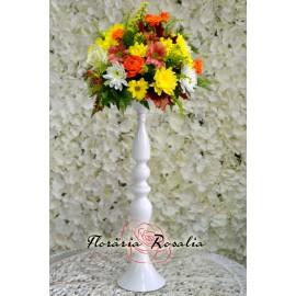 Aranjamet vesel cu crizanteme si miniroze