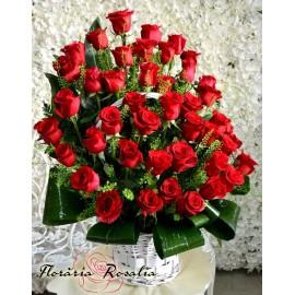 Cos cu 45 trandafiri rosii