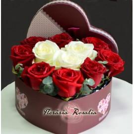 Inima cu 11 trandafiri alb-rosii