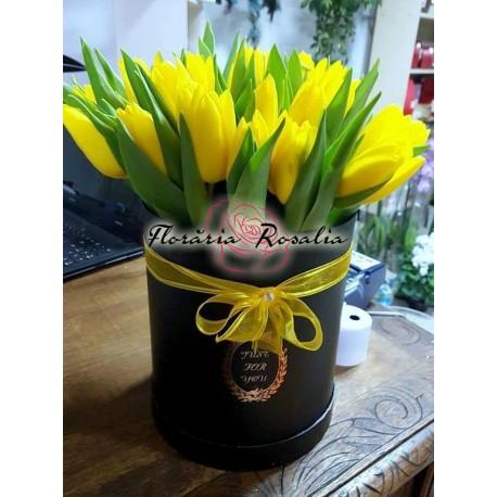 Cutie rotunda cu 15 lalele galbene