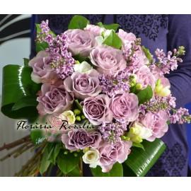 Buchet 15 trandafiri, liliac si frezii