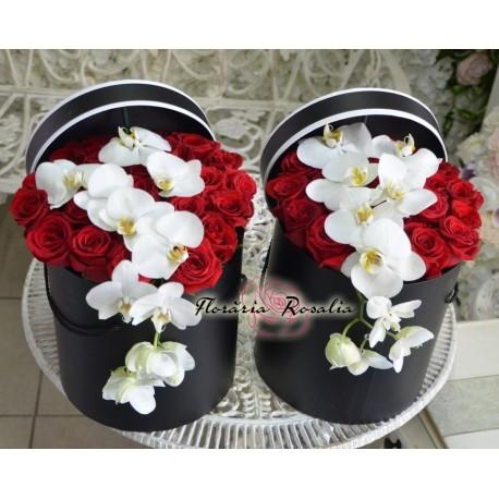 Cutie cu 23 trandafiri si orhidee