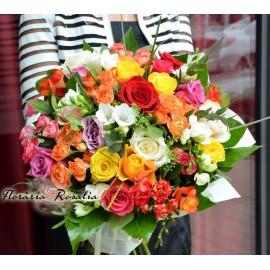 Buchet cu trandafiri, frezii si miniroze