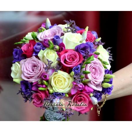 Buchet cu 15 trandafiri, lisianthus si frezii