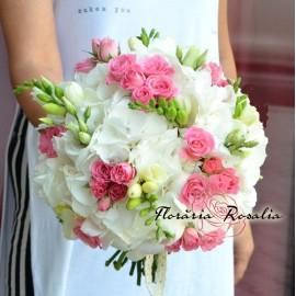 Buchet cu hortensii roz, frezii si trandafiri