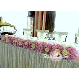 Aranjament cu hortensii si trandafiri