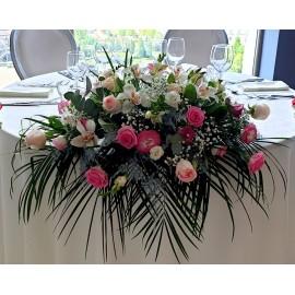 Aranjament roz pal cu orhidee