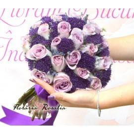 Buchet trandafiri mov si trachelium