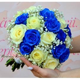 Buchet trandafiri albastri si miniroze