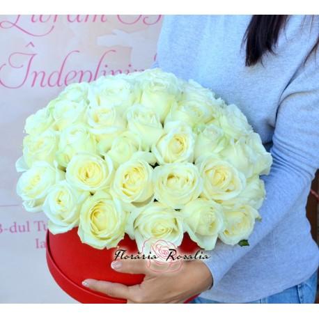 Cutie cu 41 trandafiri albi