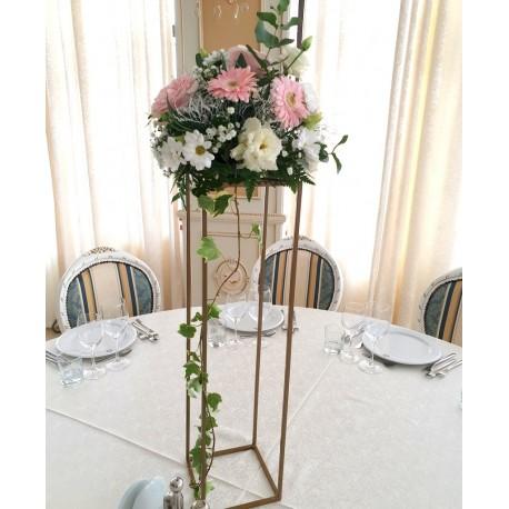 Aranjament roz pal cu trandafiri si gerbera