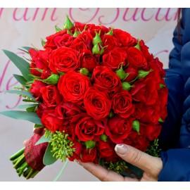 Buchet cu miniroze rosii
