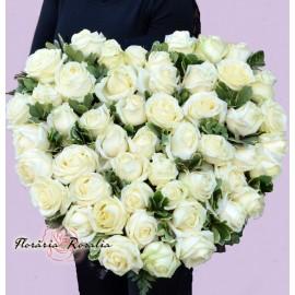 Inima cu 50 trandafiri albi
