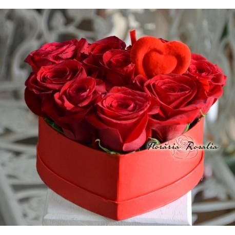 Cutie inima cu 9 trandafiri