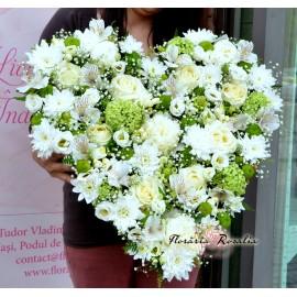 Inima cu flori alb-verzi