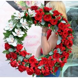 Coroana rotunda cu trandafiri si orhidee