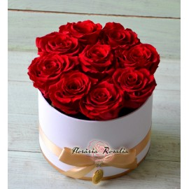 Cutie rotunda cu 9 trandafiri stabilizati