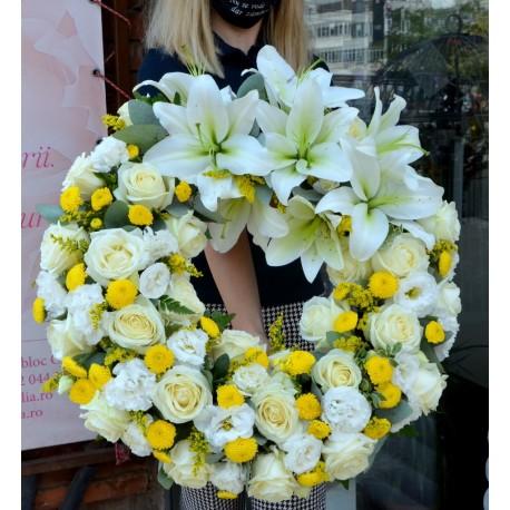 Coroana rotunda cu trandafiri si crini