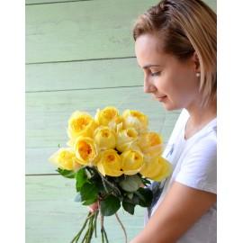 Buchet 11 trandafiri parfumati galbeni