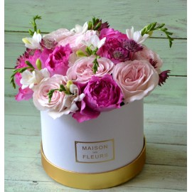 Cutie cu 11 trandafiri parfumati
