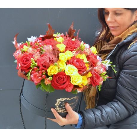 Cutie mare cu flori de toamna