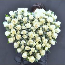 Inima cu trandafiri si miniroze