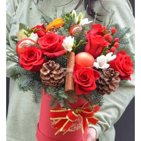 Cutie Craciun cu trandafiri si frezii