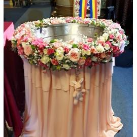 Cristelnita roz cu trandafiri si miniroze