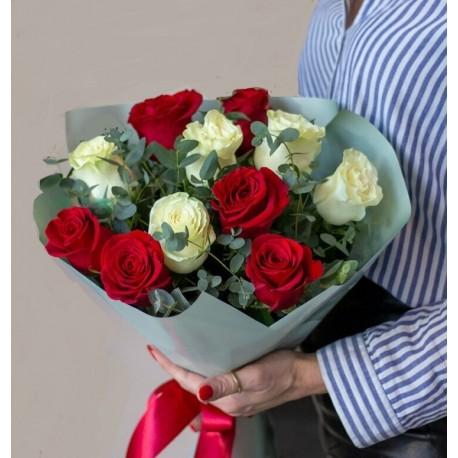 Buchet 11 trandafiri alb-rosii