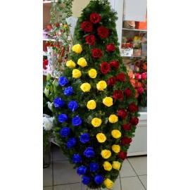 Coroana tricolora cu trandafiri