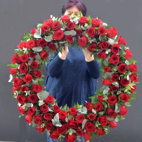 Coroana mare cu 80 trandafiri