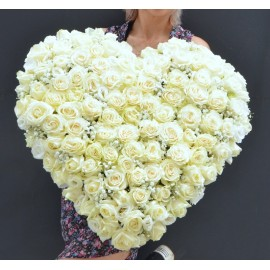 Inima cu 100 trandafiri albi