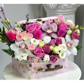 Cufar cu flori roz