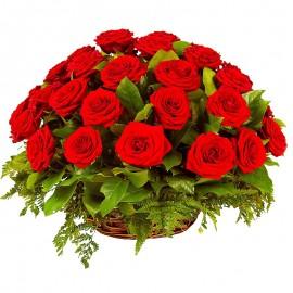 Cos 25 trandafiri rosii